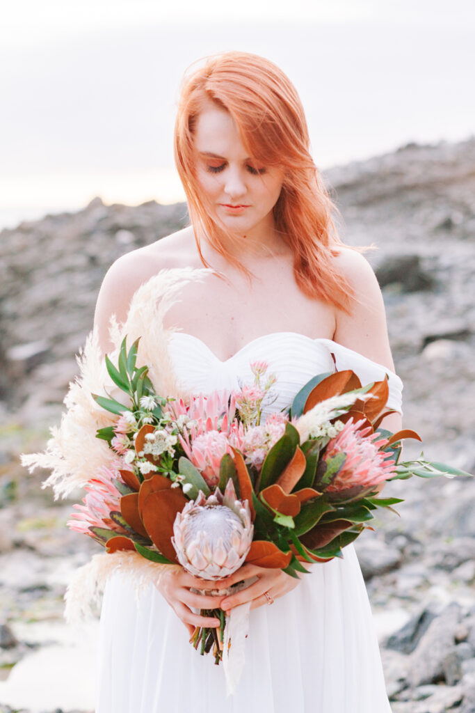 bride bouquet beach