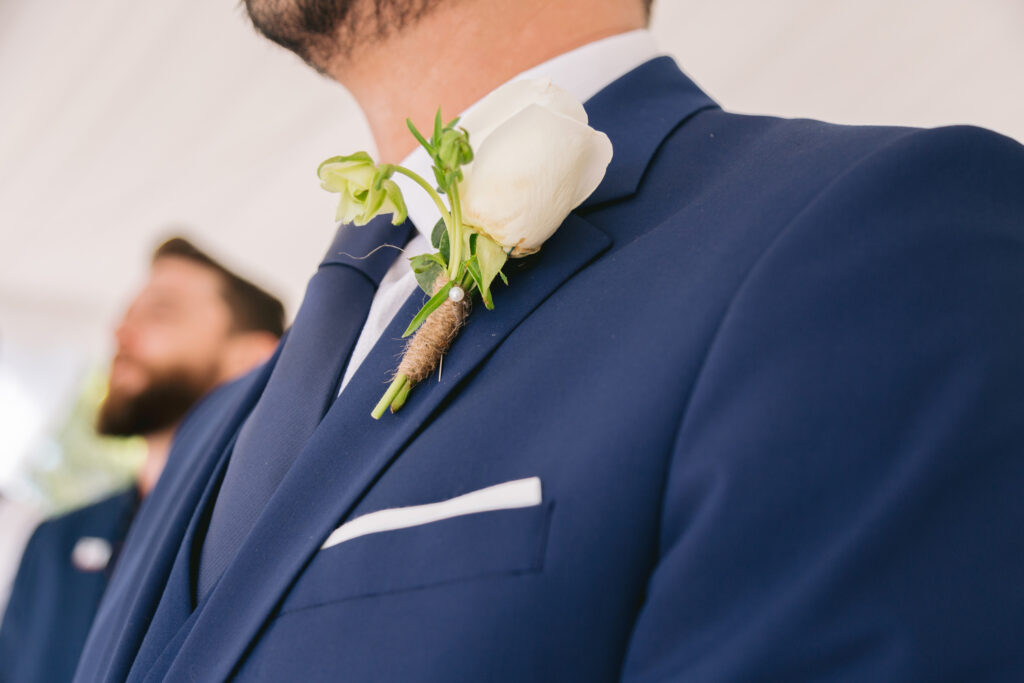 groom details boutonniere